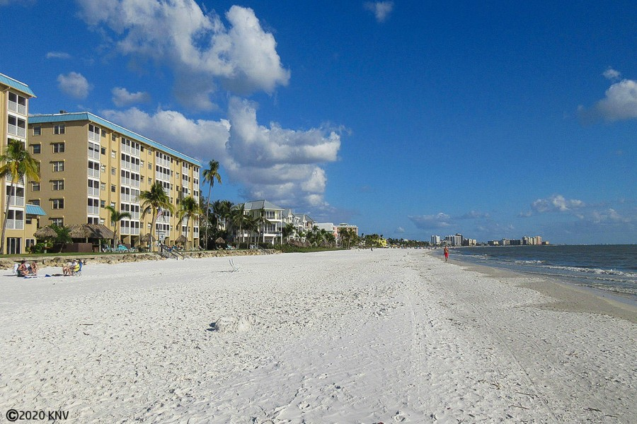 Smugglers Cove Beachfront Condominiums on Fort Myers Beach