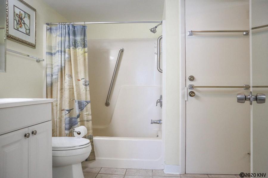 Large Full Bath