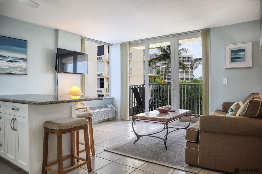 Estero Beach And Tennis Club 206B has a relaxed and comfortable Florida flair.