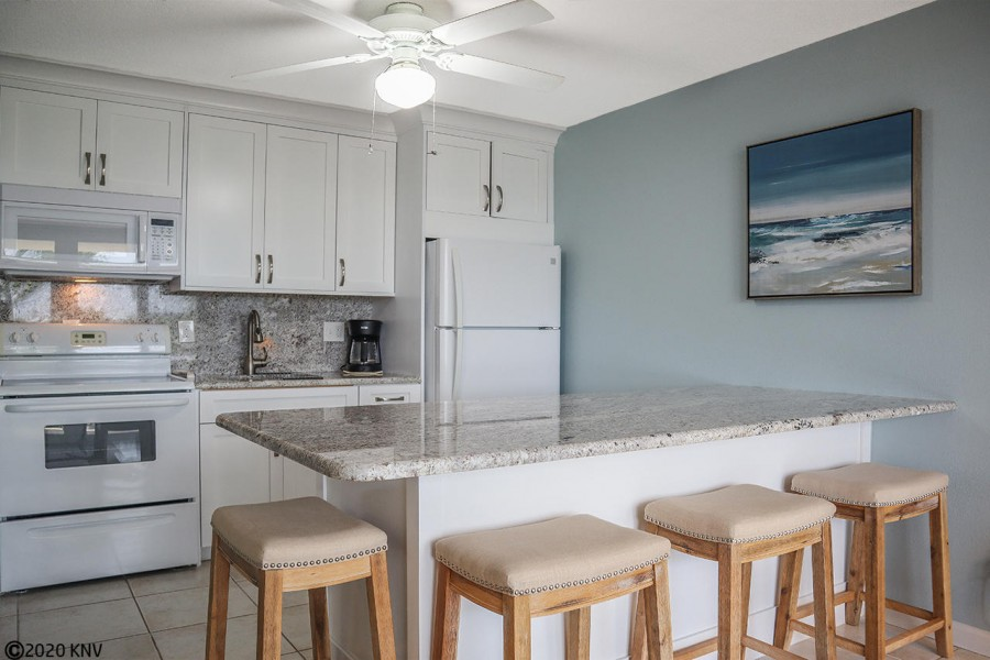 Fabulous newly remodeled kitchen with breakfast bar for four
