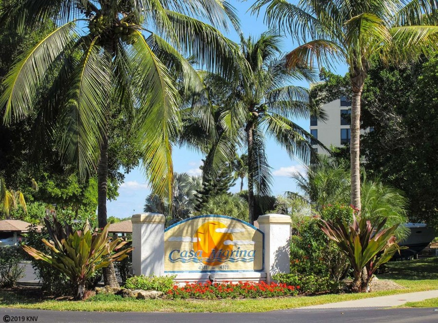Casa Marina Condominiums in the exclusive Bay Beach area of Fort Meyrs Beach