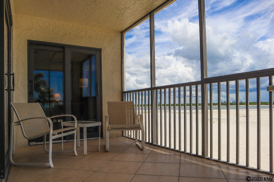Breathtaking Direct Gulf Views from your screened in lanai.