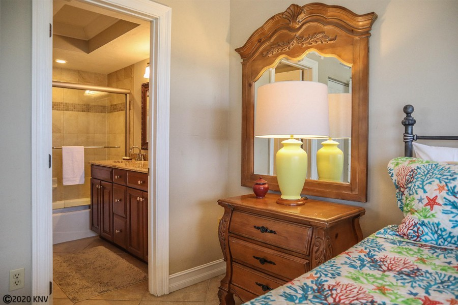 Beautifully remodeled Master Bath En Suite
