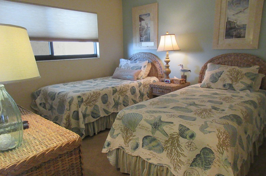 Carlos Pointe 612 Guest Bedroom with Two Twin Beds