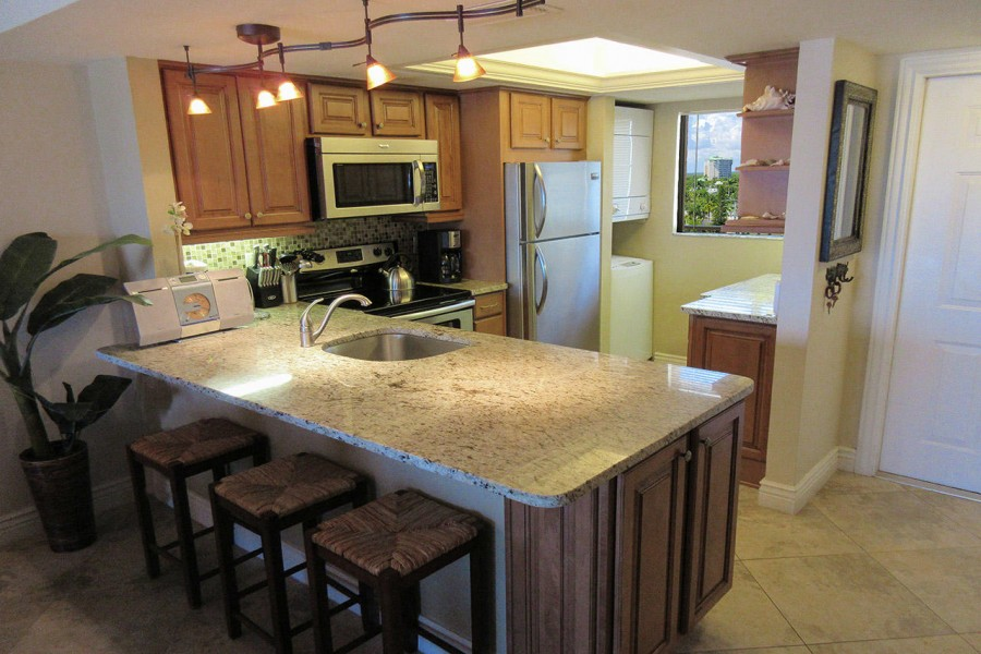 Carlos Pointe 612 Fabulous Brand New Fully Equipped Kitchen
