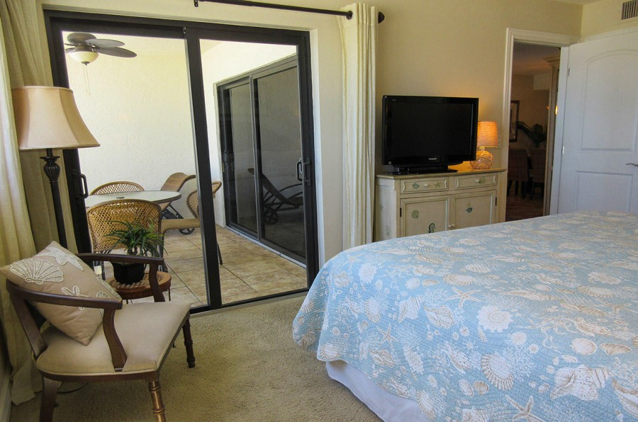 Carlos Pointe 612 Master Bedroom En Suite with King Sized Bed and TV
