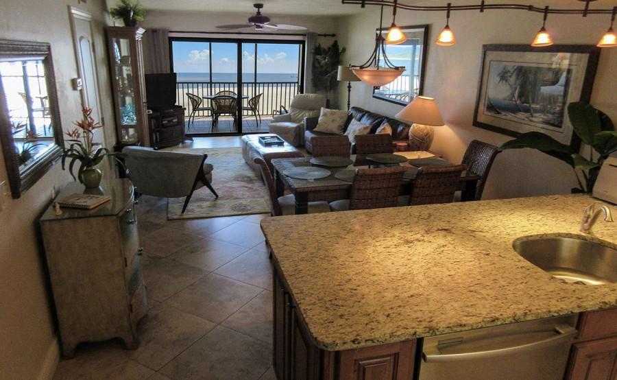 Carlos Pointe 612 Elegant and Comfortable Living Area