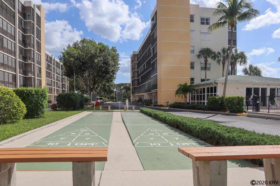 Hibiscus Pointe shuffle board