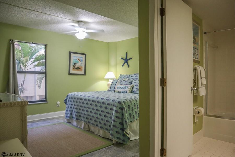 Master Bath En Suite is roomy and bright.