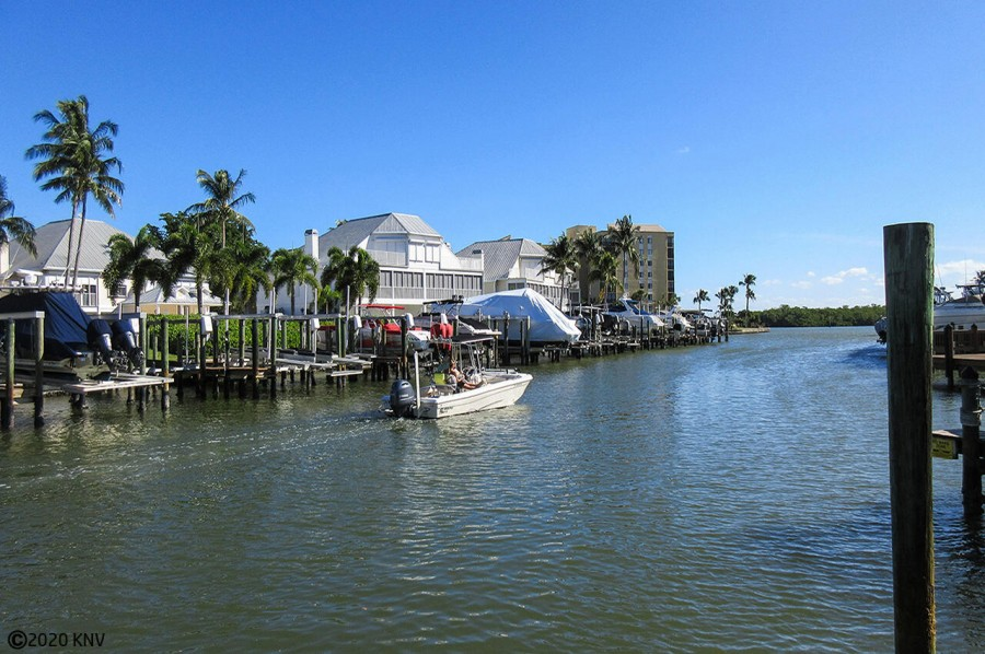 Hibiscus Pointe Canals lead directly to the Bay