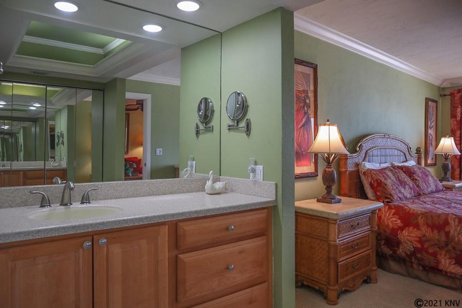 Master Bath En Suite has a beautiful new vanity