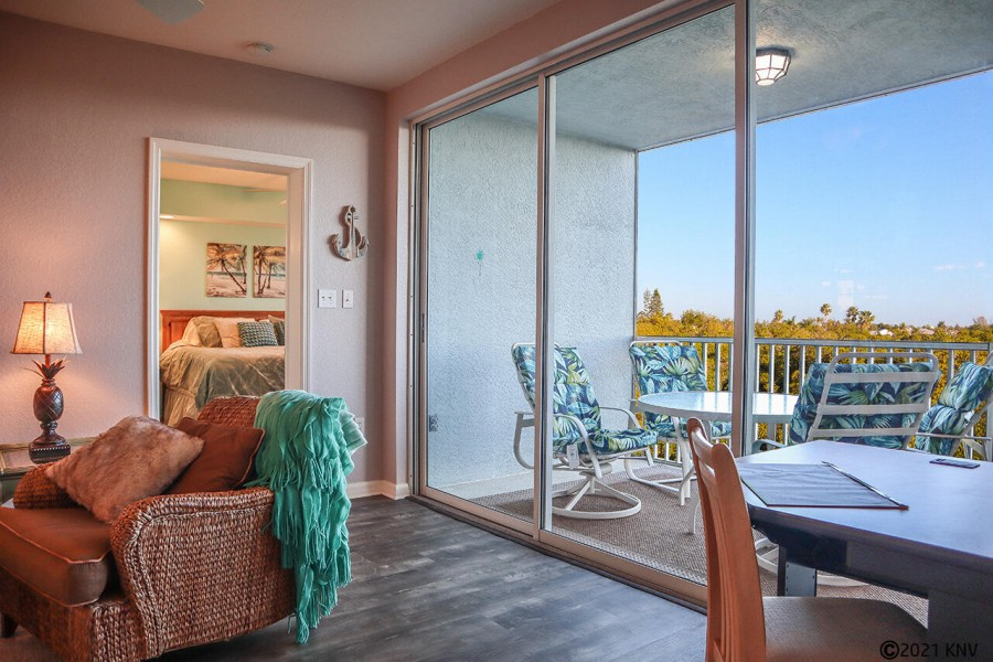 This lovely vacation condo has a waterfront view to the Preserve