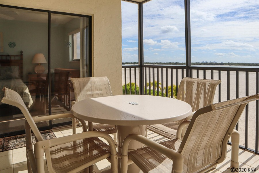 Carlos Pointe 134 offers a fabulous screened in lanai with a panoramic view of the Gulf