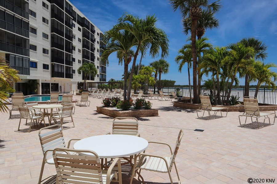 Carlos Pointe Sundeck and Pool site beachside