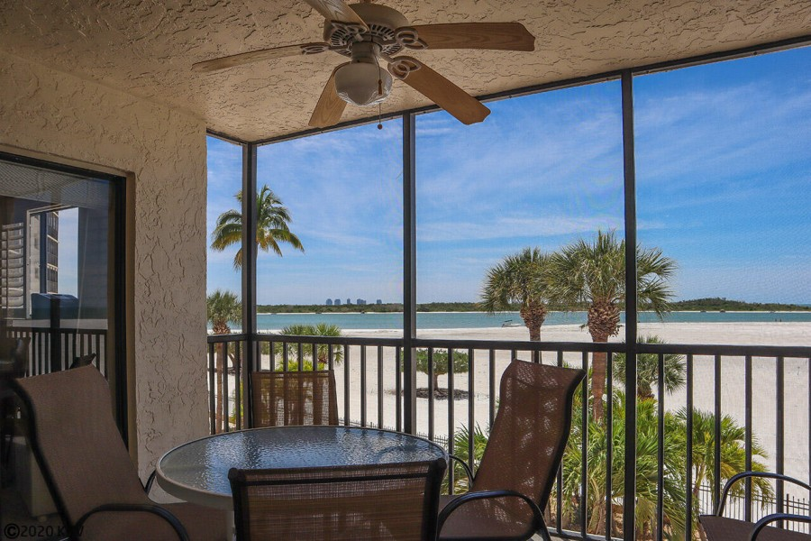 Relax and enjoy the island life at Carlos Pointe 222