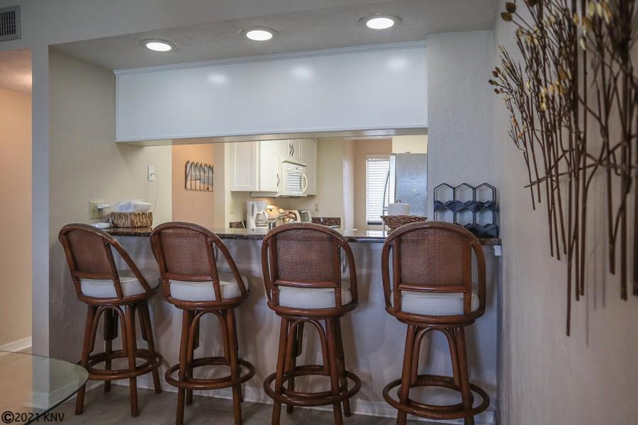 Breakfast Bar seats 4 more