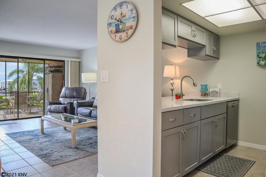 Beautiful 1 Bedroom, 2 Bath Waterfront Vacation Condo