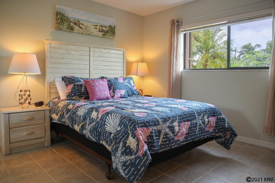 Bedroom has a Queen sized Bed