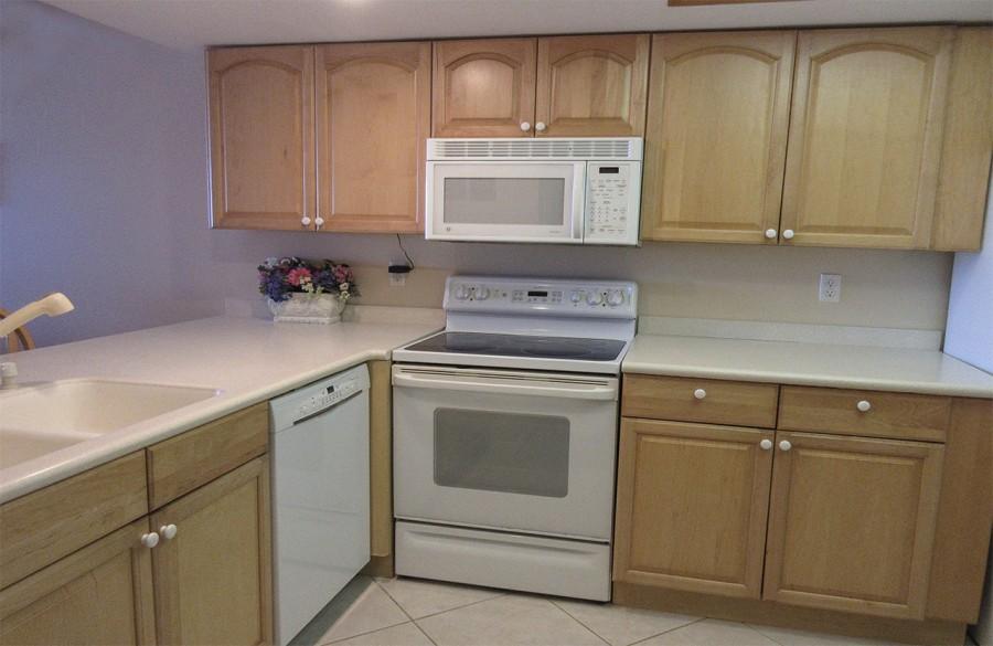Updated kitchen at Eden House 302