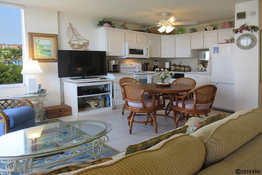 Open Floor Plan One Bedroom Condo with Direct Gulf Views