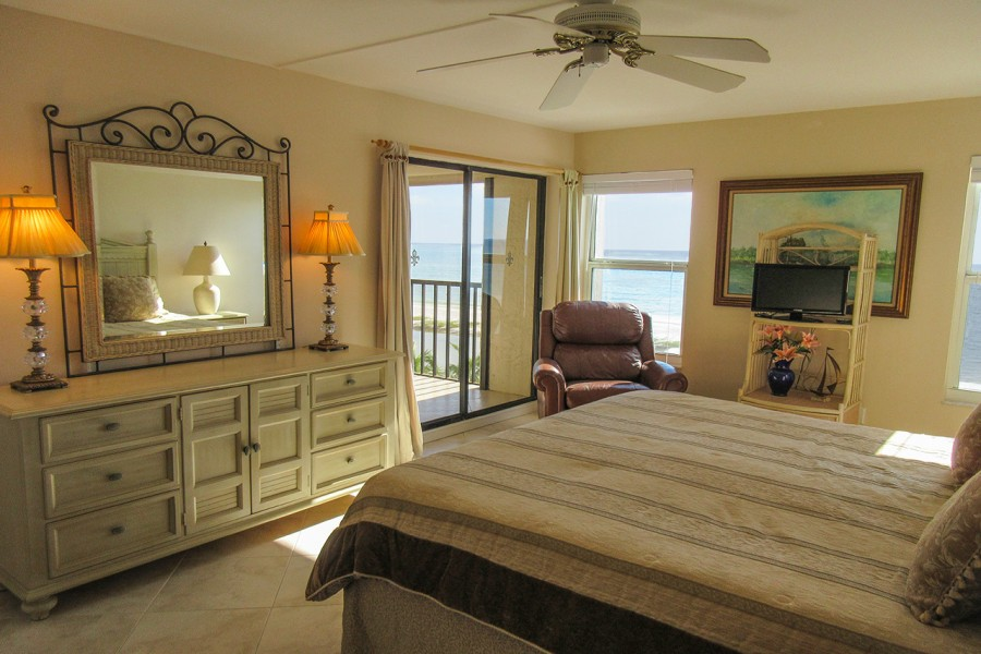 Master Bedroom at Eden House 605 with private lanai access