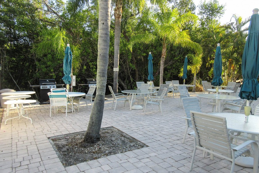 Estero Cove Outdoor Dining Area