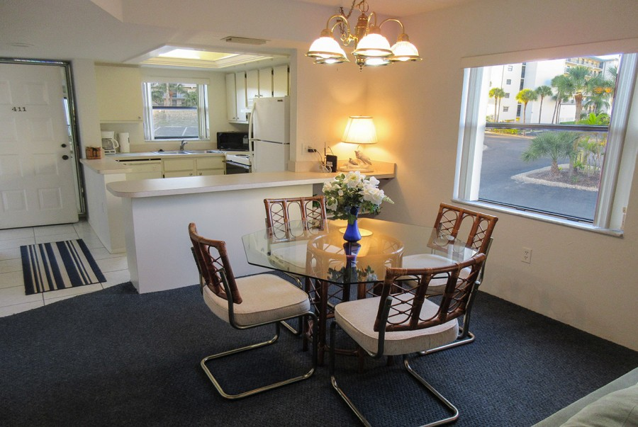 Estero Cove 411 Dining Area