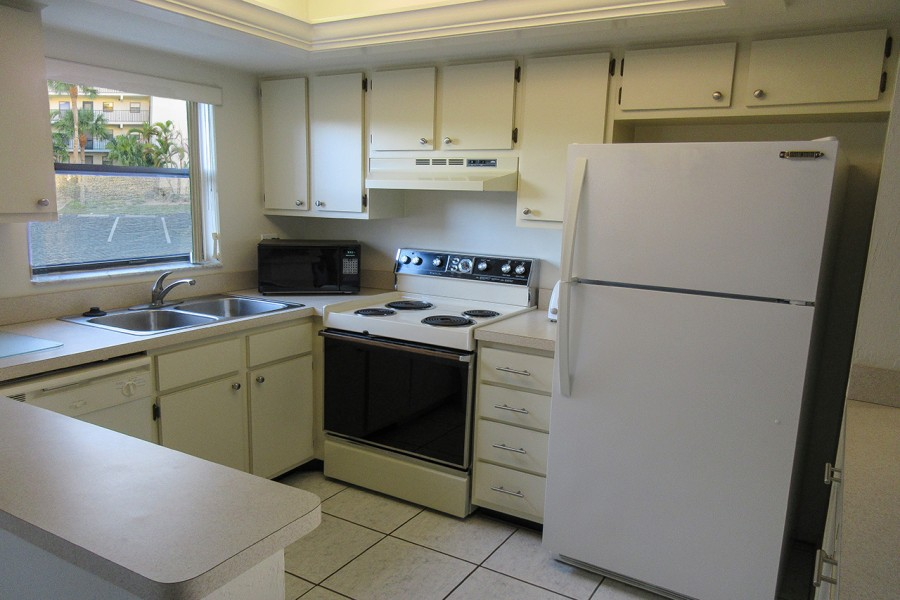 Estero Cove 411 Kitchen