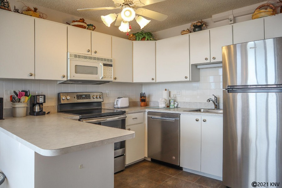 Full kitchen in this condo