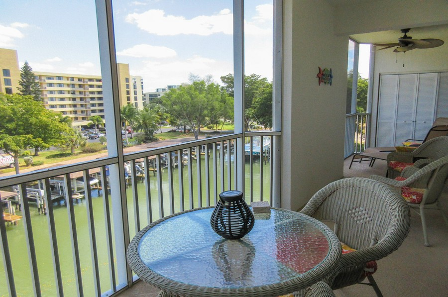 Large Screened In Lanai with Canal View at Casa Marina 732