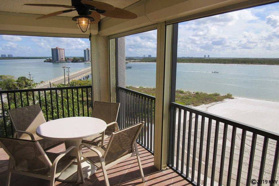 Relax and enjoy the sea air and sunshine from the screened in lanai at Islands End 501