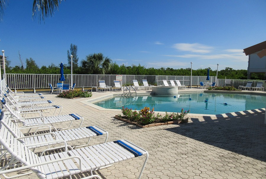 Ostego Bay Resort Pool, Spa and Sundeck