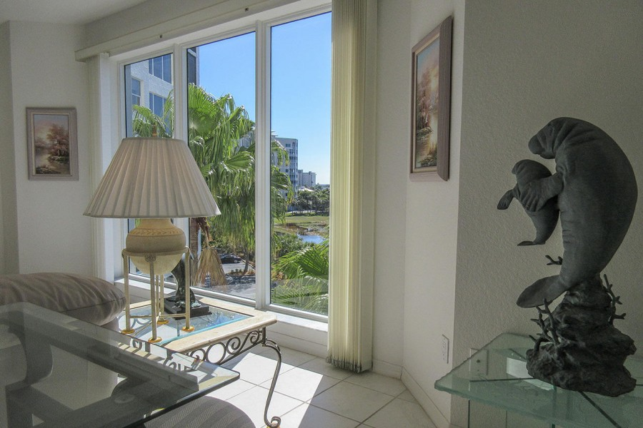Light and airy, beautiful Waterside 143