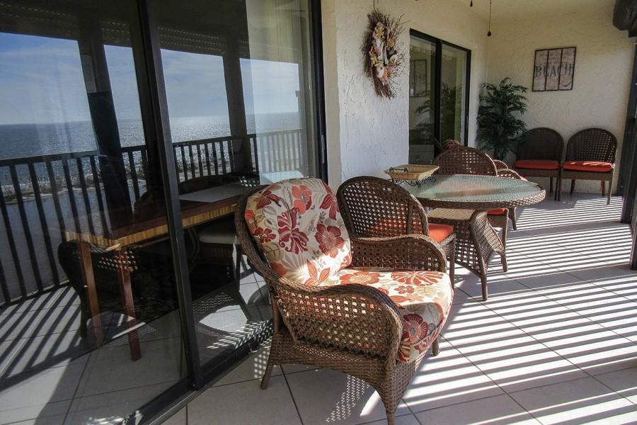 Terra Mar 903 Huge Lanai with comfortable furniture