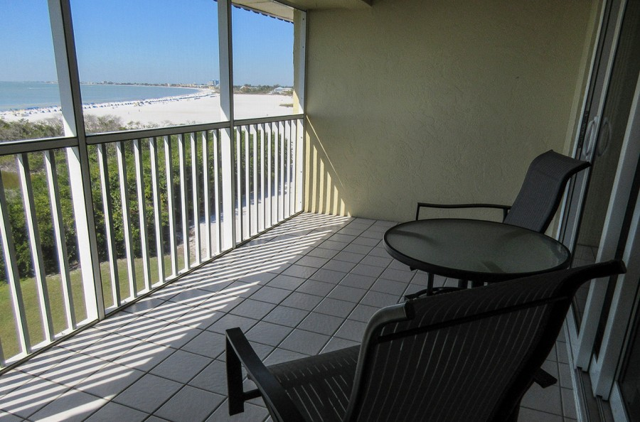 Sand Caper 705 Listen to the surf and take in the sea breezes sitting on your Screened In Lanai