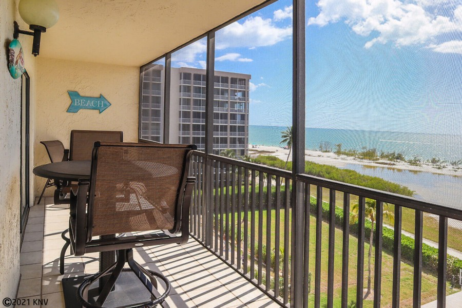 Hello Sunshine! 2B/2B Beachfront Vacation Condo