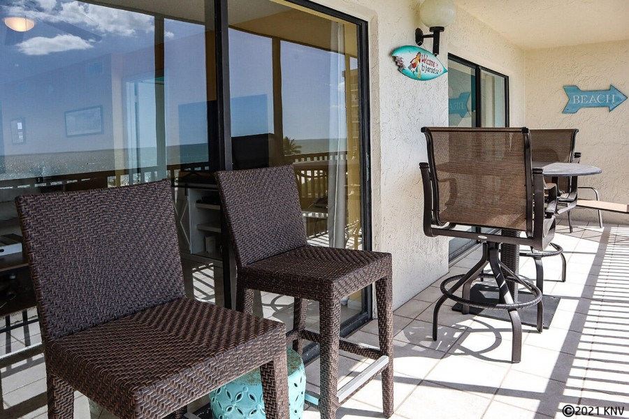 Huge screened in lanai for outside dining and relaxation