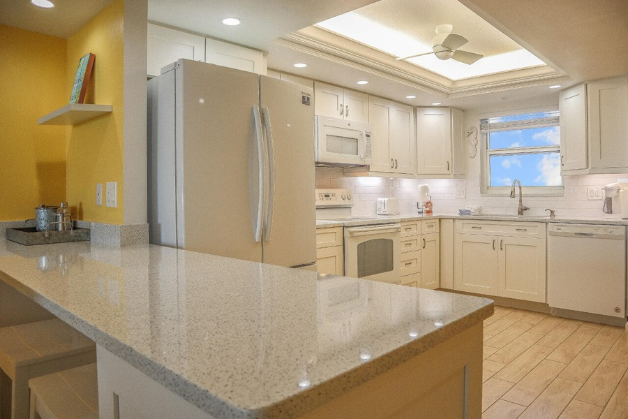 Fully equipped, newly remodeled Kitchen