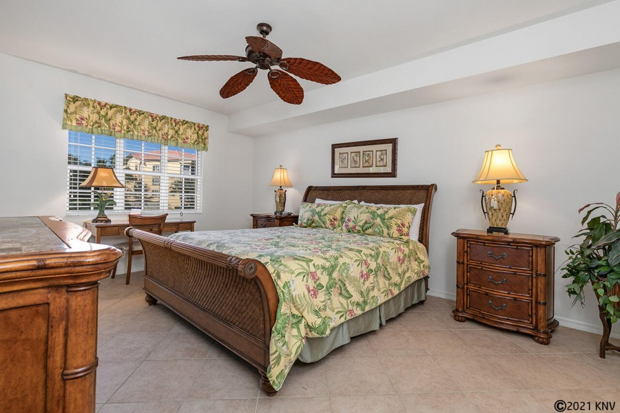 Large Master Bedroom En Suite has a King Sized Bed