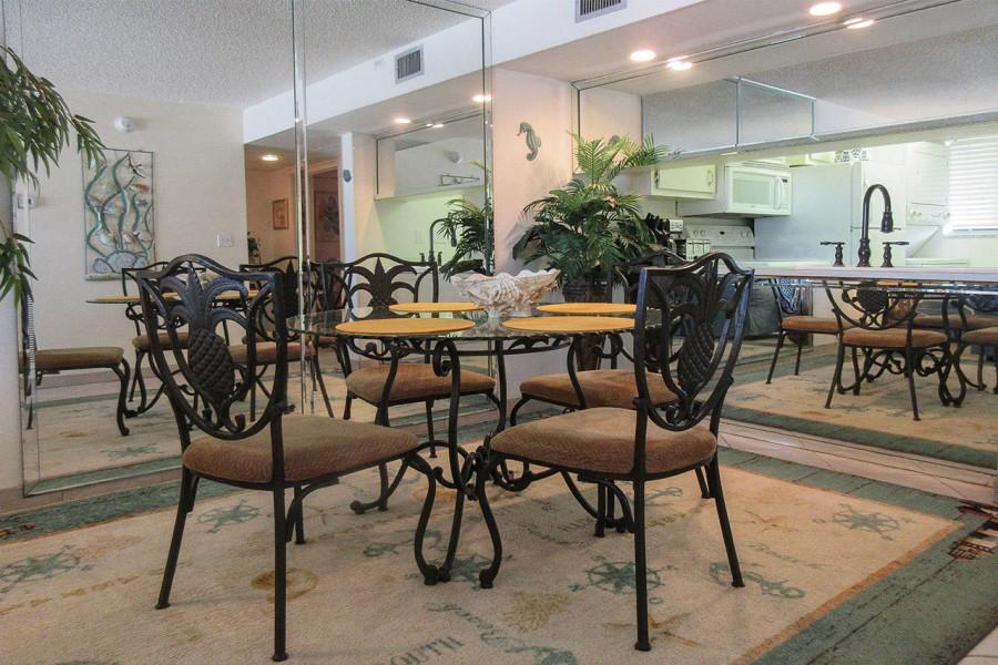 Dining Area in Castle Beach 304