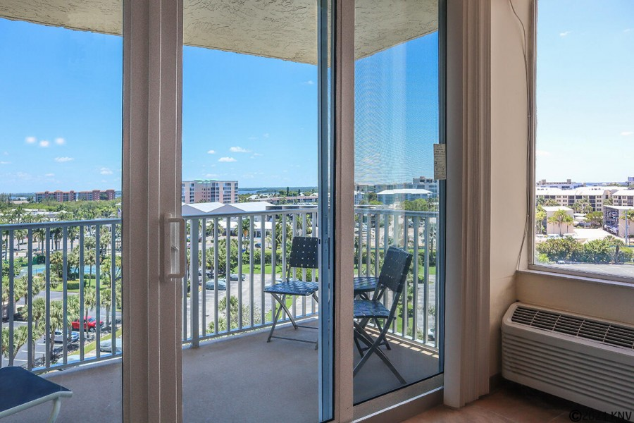 7th Floor 1B/1B Condo has a spectacular view of the island