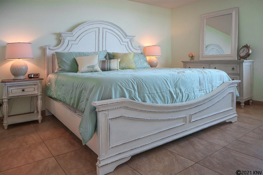 King sized Bed with fresh linens