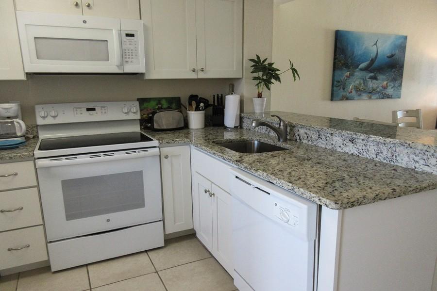 Carlos Pointe 131 Kitchen
