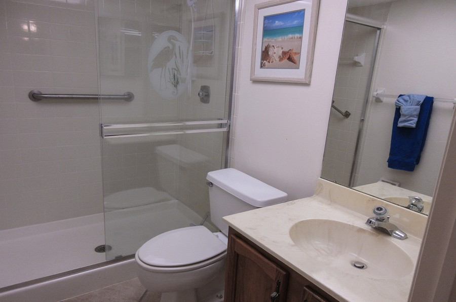 Harbour Pointe 524N - Guest Bath with Walk In Shower