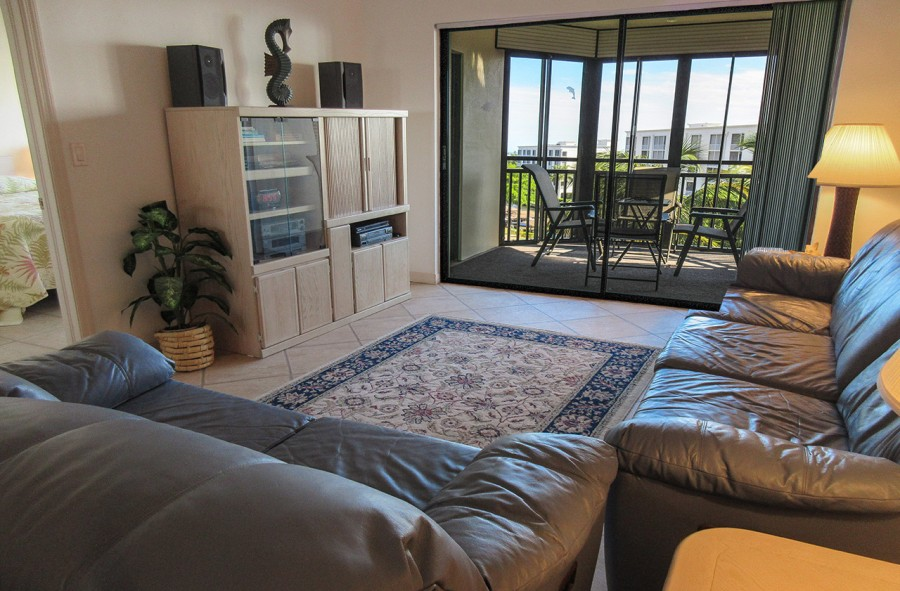 Harbour Pointe 524N - Dining and Living Area lead to Screened In Lanai with Beatiful Bay and Canal V