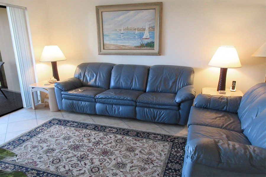 Harbour Pointe 524N - Comfy Seating to watch TV