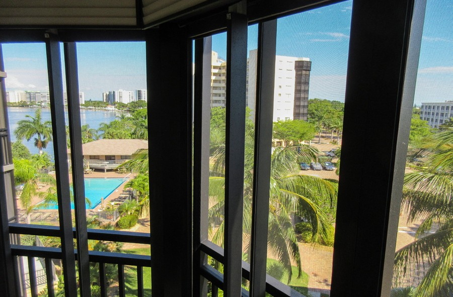 Harbour Pointe 524N Screened In Lanai Views of the Bay, Canal, Pool