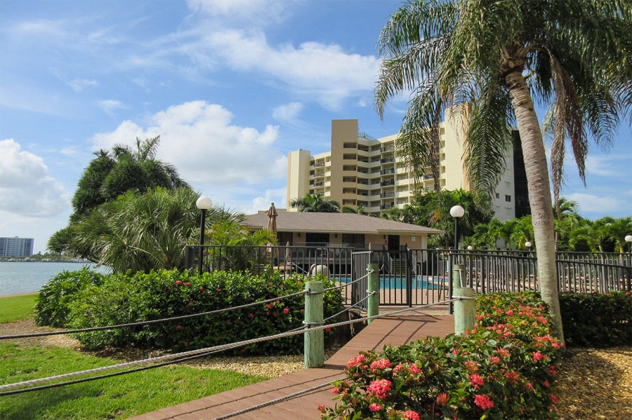 Harbour Pointe Resort Condominiums - Amenities include a Pool House with Huge Social Room, Kitchen a