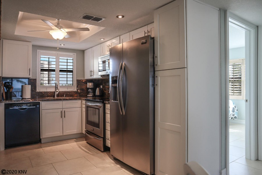 Beautiful remodeled and fully equipped kitchen