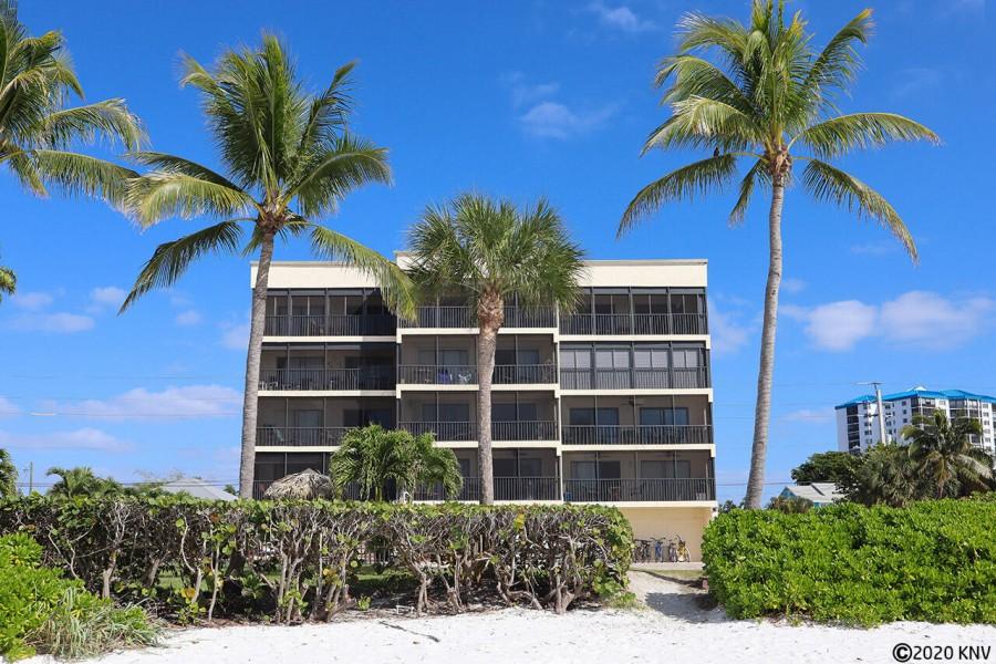 Villa Del Mar sits right on the beach